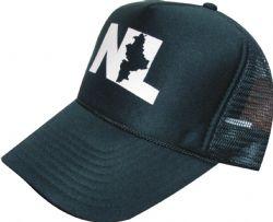 Gorra negra de malla muy economica, a bajos precios, con estampado en blanco con logotipo personalizado. Entrega a domicilio