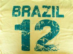 Estampados modernos, durables y de calidad como esta playera de Brazil con el numero 12. Produccion en masa para pedidos grandes.